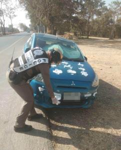 อุจาดตา! พบรถเก๋งแขวนชุดชั้นใน-ติดผ้าอนามัยรอบคัน ล่าสุดตำรวจ สภ.วังน้ำเขียว แก้ไขแล้ว