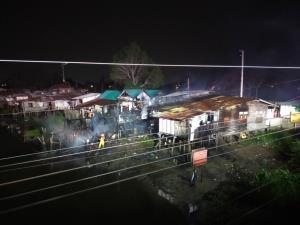 เพลิงไหม้ชุมชนตลาดล่างย่านรังสิต วอด 4 หลัง
