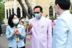 """""""บิ๊กตู่"""" เหน็บถึงคนรวยปี 30 จากโทรคมนาคม ย้ำจุดเปลี่ยนประเทศไทยมีมาตั้งแต่ปี 30 รับรีวิวน้ำมันบำรุงผม"""