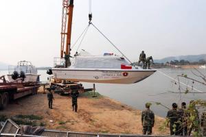 """จีนมอบเรือเคลื่อนที่เร็วแม่น้ำโขง 12 ลำ เสริมเขี้ยวเล็บ """"ทหารเรือลาว"""""""