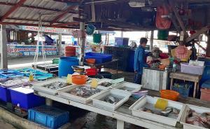 """เปิดใจแม่ค้าสะพานปลาแหลมฉบัง ขายหอย 20 ปีไม่เคยมีใครเจอ """"มุกสีส้ม"""""""