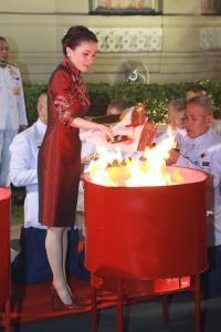 งามสมบรมราชินี พระราชินี กับฉลองพระองค์ชุดกี่เพ้าในเทศกาลตรุษจีน