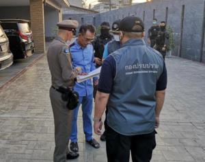 """ตามจับอีก 4 เครือญาติ """"หลงจู๊สมชาย"""" ขนเงินหนี ตร.ชี้มีพวกส่งข่าวก่อนบุกจับ"""