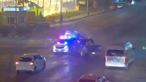ชนสนั่น! แยกประตูเมืองขอนแก่น รถกู้ภัยรีบนำคนป่วยส่ง รพ. ถูกกระบะชนกลางสี่แยก