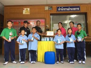 สมาคมสื่อมวลชนลพบุรีมอบเจลแอลกอฮอล์ล้างมือให้แก่โรงเรียนใน จ.ลพบุรี