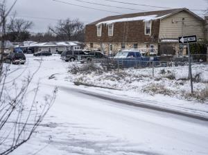ตายแล้ว 21 ศพ เซ่นพายุฤดูหนาวถล่มสหรัฐฯ ชาวเทกซัสทนอากาศสุดขั้วโดยไม่มีไฟฟ้าใช้