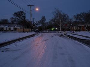 สลด! อากาศหนาวสุดขั้วในสหรัฐฯ ปลิดชีพหนูน้อยเล่นหิมะครั้งแรกในชีวิต-คนชราแข็งตายคาเก้าอี้