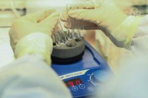 จีนไฟเขียวทดลองทางคลินิกวัคซีนโควิด-19 ในประเทศแล้ว 16 ตัว