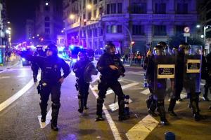 สันติเปล่าประโยชน์! ผู้ประท้วงหนุนแรปเปอร์หมิ่นกษัตริย์สเปน ก่อความวุ่นวายปะทะตำรวจ 6 คืนติด(ชมคลิป)