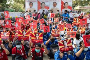 เมินคำขู่เสี่ยงชีวิต! ฝ่ายค้านพม่าเรียกร้องผู้คนผละงาน เดินหน้าชุมนุมต้านรัฐประหาร