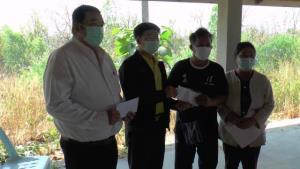 หมอ-จนท.รุดเคลียร์พร้อมเยียวยาครอบครัวชาวม้งพบพระ พาลูก 6 ขวบปวดเข่าเข้า รพ.วันเดียวเสียชีวิต