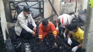 ไฟไหม้บ้านกลางเมืองมุกดาหาร คลอกยาย 84 ดับอนาถ เผยในบ้านมีแต่เชื้อเพลิงเพราะรับซื้อของเก่า