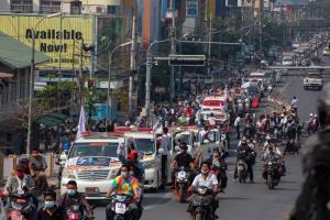 ตะวันตกรวมพลังกดดันคณะทหารพม่า  ด้านประชาชนยังคงประท้วงกันไม่หยุด