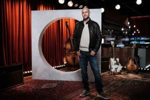 """เมื่อถามว่ากังวลไหมว่า Clubhouse จะแย่งเวลาของกลุ่มคนฟังพอดแคสต์ไป ซีอีโอ Spotify ยกคำพูดของแอนดี้ โกรฟ (Andy Grove) อดีตซีอีโอของอินเทลที่กล่าวเมื่อ 30 ปีก่อนว่า """"มีเพียงคนที่หวาดระแวงเท่านั้นที่อยู่รอด"""""""