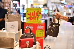 ห้างสรรพสินค้ากลุ่มเดอะมอลล์ กรุ๊ปอัดโปรฯ แรง 3 วันเต็ม จัด เปย์ DAY THE SHOPPING DAY สินค้าเคาน์เตอร์ปกติลดสูงสุด 50% ชอปรับคืนรวมสูงสุด 6,800 บาท