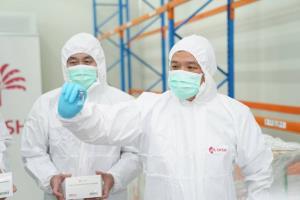 """""""อนุทิน"""" นำทีมตรวจนับวัคซีนแกะกล่องโชว์ขวดแรกของไทย พร้อมกระจายวัคซีนโควิด-19 ล็อตแรก ให้โรงพยาบาลฉีดกลุ่มเป้าหมาย"""