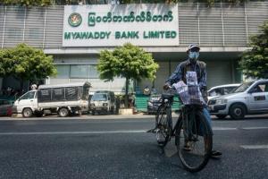 ชาวพม่าต่อแถวกด ATM หลังทหารจำกัดการถอน ลือหนักประเทศขาดแคลนเงินหลังรัฐประหาร