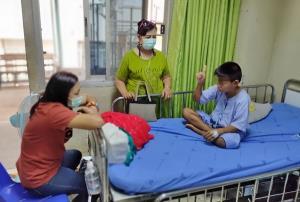 ผู้ปกครองโวย! ครูสั่งลูกชายวัย 9 ปีสก็อตจัมป์ติดต่อกัน 150 ครั้ง ทำขาเดี้ยง-นอนโรงพยาบาล