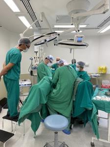 คู่แรกของโลก! หนุ่มแฝดบราซิลผ่าตัดแปลงเพศเป็นผู้หญิงพร้อมกัน