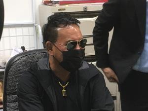 """""""เสรี รุ่งสว่าง"""" เช้าพบตำรวจ สภ.ลพบุรี หลังถูก """"ครูชลธี"""" แจ้งละเมิดลิขสิทธิ์เรียกเงิน 20 ล้าน"""