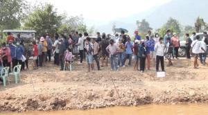 'ครูปรีชา' เจ้าของคดีหวย 30 ล้านบาท บุกชิมน้ำแร่โซดาห้วยกระเจา บ้านเกิด