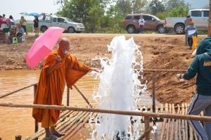 ประชาชนแห่ชมและชิมน้ำพุบาดาลโซดาคึกคักกว่า 3,000 คน