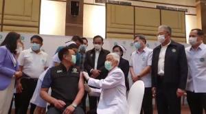 """""""อนุทิน"""" เผยวัคซีนมีผลข้างเคียงแต่น้อย """"บิ๊กตู่"""" รอของแอสตร้าฯ คาด 2 สัปดาห์ถึงไทย"""