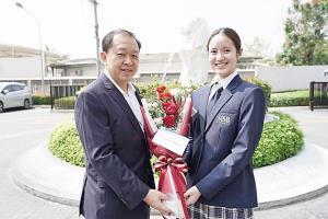 """""""น้องชมพู นภัสสร"""" เรียนดี กิจกรรมเด่น.. หนึ่งในเยาวชนต้นแบบที่ดีอนาคตของประเทศไทย"""