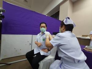 เชียงใหม่เริ่มแล้วฉีดวัคซีนโควิด-19 ล็อตแรก 3,500 โดสกลุ่มเสี่ยงหน้าด่าน