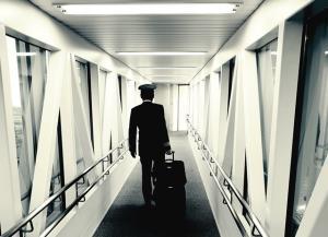 """""""กัปตันสนอง"""" ให้กำลังใจเพื่อนร่วมอาชีพ หากไม่ได้ไปต่อกับ """"การบินไทย"""" ระบุ อย่ากลัวที่จะเริ่มต้นใหม่"""