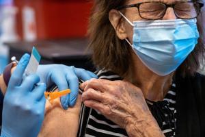 รวดเร็วทันใจ! ไบเดนเผยสหรัฐฯ จะมีวัคซีนเพียงพอฉีดผู้ใหญ่ทุกคนสิ้นเดือน พ.ค.