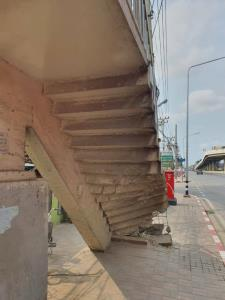 กทม.แจ้งกรมทางหลวงเร่งซ่อมบันไดสะพานลอยย่านแสมดำ