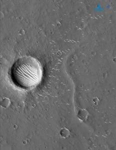 เคยเห็นยัง? ชมภาพถ่ายความละเอียดสูงของ 'ดาวอังคาร'  ฝีมือยานเทียนเวิ่น-1