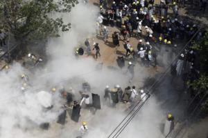 กองกำลังพม่ายังระดมยิงแก๊สน้ำตาใส่ผู้ชุมนุม ไม่สนเสียงประณามการตอบโต้จากต่างชาติ