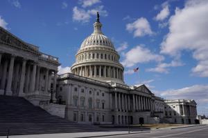 สภาสูงสหรัฐฯ เห็นชอบร่างแก้ไขแพกเกจเยียวยาโควิดมูลค่า $1.9 ล้านล้าน