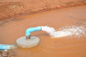 ชี้เป้าจุดเจาะน้ำบาดาลในพื้นสระลงเรือ เชื่อทะลุ 300 เมตรได้น้ำช่วยแก้ปัญหาภัยแล้ง