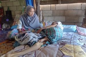 ดีใจจนน้ำตาไหล! หลายองค์กรเข้าช่วยเหลือสองสามี-ภรรยาป่วยมะเร็ง สร้างบ้านให้อยู่อาศัย