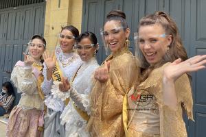เก็บตัววันแรก มิสแกรนด์อินเตอร์ฯ ใส่ชุดไทย เยี่ยมชมวัดพระแก้ว สาวงามตกหลุมรักเมืองไทย