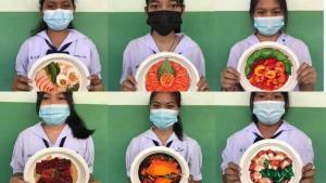 ชื่นชม! ศิลปะนักเรียน ม.2 ใช้สีโปสเตอร์วาดภาพอาหารบนจานกระดาษ เหมือนจริง-น่าทาน