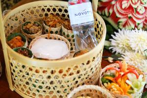 """อร่อยคลายร้อน """"ข้าวแช่สุวรรณภูมิ"""" ที่ห้องอาหารศาลาไทย โรงแรมโนโวเทล สุวรรณภูมิ แอร์พอร์ต"""