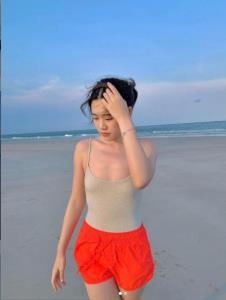 """สว่างวาบทั้งชายหาด เมื่อ """"จินนี่ จุฑาภัค"""" ลูกสาว """"ใหญ่ ฝันดี""""สวมวันพีซอวดออร่าระดับโอโม่เรียกพี่"""