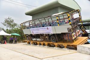 ขบ.ทดสอบความแข็งแรงโครงสร้างรถโดยสาร ตั้งเกณฑ์มาตรฐานผู้ผลิตรถในประเทศ