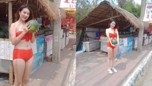 ฮือฮา! ร้านแตงโมลำปาง จ้างพริตตี้สาวสวยใส่ชุดว่ายน้ำยืนขายหน้าร้าน หวังกระตุ้นยอดขาย