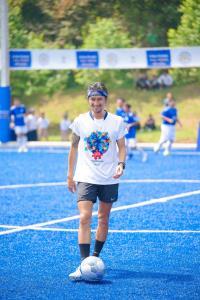 """""""ตูน อาทิวราห์"""" นำทีมก้าวคนละก้าว และพี่น้องดาราโชว์สกิลเตะบอล สร้างแรงบันดาลใจให้พี่น้องชาวใต้"""