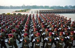 ดร.ส่าส่า (ตัวแทน CRPH) ท่ามกลางทหารของชาติพันธุ์ เป็นภาพที่ถูกเผยแพร่ในสังคมออนไลน์ของพม่า เพื่อสื่อถึงแนวคิดสถาปนากองทัพสหพันธรัฐ
