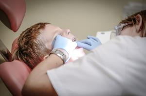 พาเด็กน้อยมาพบหมอฟันจะทำยังไงดี