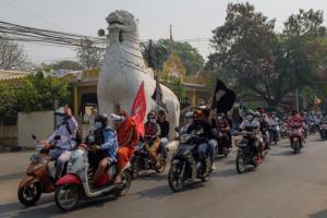 ชาวพม่าไม่ท้อยังจับกลุ่มเดินขบวนประท้วงในหลายเมือง ด้านธนาคารโลกเตือนเศรษฐกิจตกต่ำ