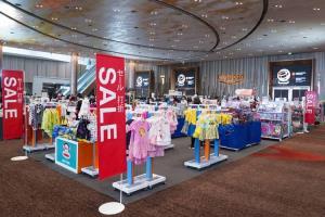 """มหกรรมลดกระหน่ำ สินค้าแบรนด์ดังลดสูงสุด 80% ที่งานไอคอนสยาม  """"S.O.S. Sale 2021"""" 27-31 มีนาคมนี้เท่านั้น!!!"""