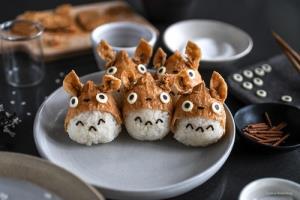อินาริซูชิหวานและอร่อยเป็นสัญลักษณ์เพื่อขอบคุณเทพเจ้า