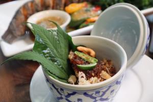 """มิชเชอลีน ไกด์ ยังยอมรับ """"เท็น มัสเกตเทียร์"""" กับร้าน 'เขียวไข่กา' ที่ยกอาหารพื้นถิ่นไทยให้มีระดับ"""